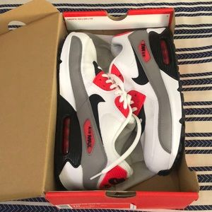 Woman's/ Men's Nike Air Max Woman's size (10)